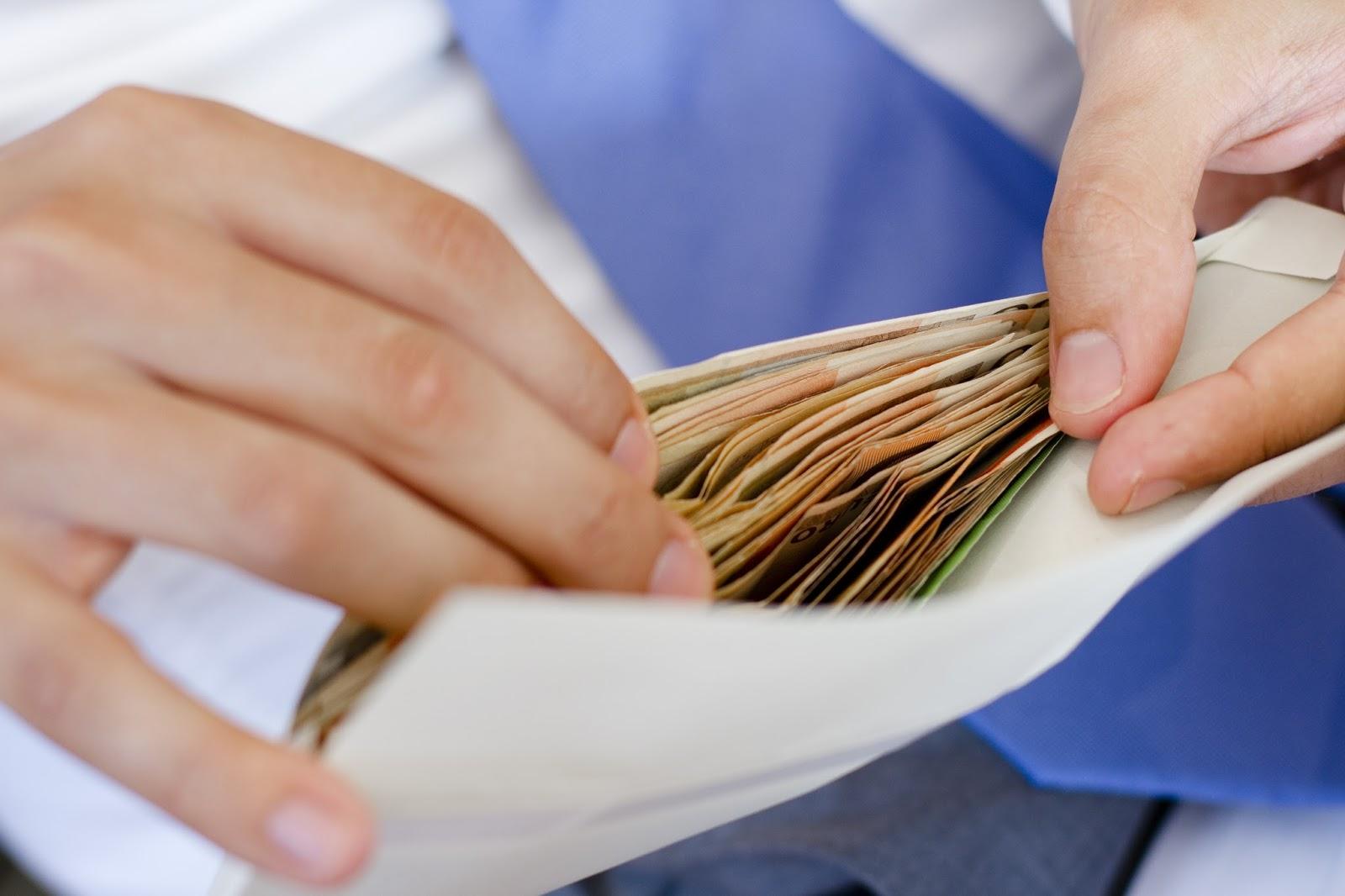 Жалоба в налоговую инспекцию на работодателя за черную зарплату