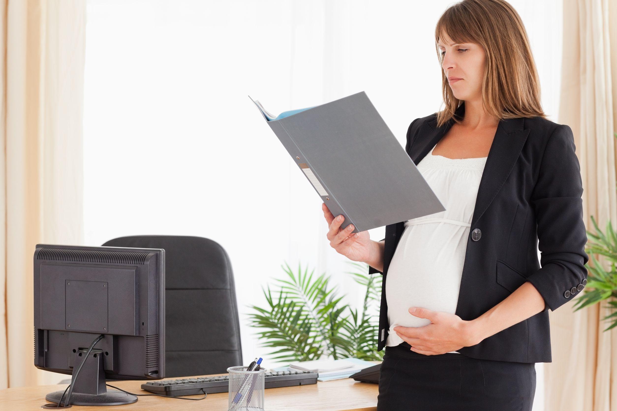 Сокращение беременной военнослужащей женщины